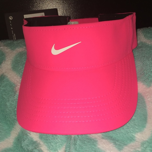 eddbf7ca4 NWT Hot Pink Nike Visor NWT